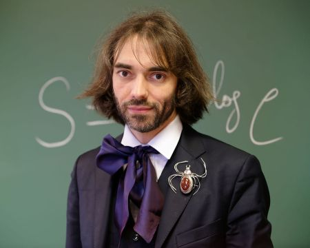 Cedric_Villani_at_his_office_2015_n2